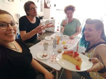 Eine tolle Astrid mit Kuchen...